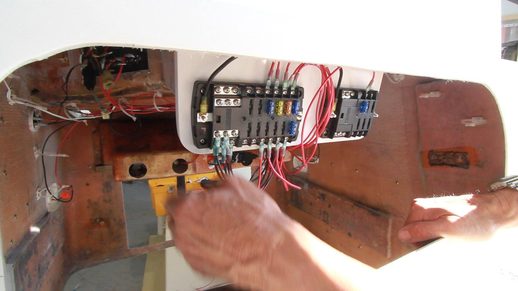 wiring the console of the 23 mako babylon boat works. Black Bedroom Furniture Sets. Home Design Ideas